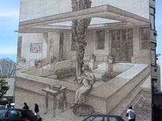 murs peints a lyon france   La cour intérieure est dotée d'un arbre en son centre