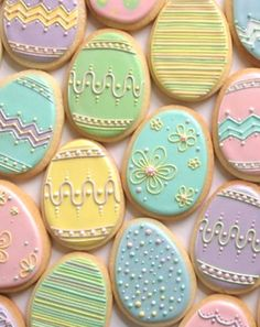 Nice pastel Easter egg cookies by Annalise Cakes. I'm not sure I would have the patience to make these but they are beautiful! Too pretty to eat! No Egg Cookies, Fancy Cookies, Valentine Cookies, Cute Cookies, Easter Cookies, Easter Treats, Holiday Cookies, Cupcake Cookies, Sugar Cookies
