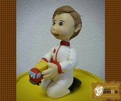 Boneco infantilizado confeccionado em biscuit do caminhãozinho Chuck e seus amigos. www.facebook.com/gaiotto.atelier http://agaiotto.blogspot.com/ atelier.gaiotto@gmail.com F: (19) 3012-3588