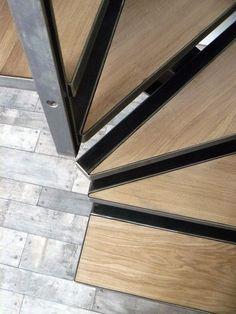 Escalier acier et marches balancées en chêne... Escalier acier métal rampe et portillon acier l 'art du fer play métaller...