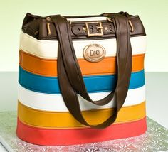 Amazing Purse Cake, if I did not know it was cake I would have wanted this as a purse :)