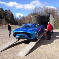 Unloading the Toroidion Concept from a trip to Monaco Top Marque and the global launch. Electric Sports Car, Electric Vehicle, Classic Sports Cars, Classic Cars, Liberty Walk, Maybach, Street Bikes, Exotic Cars, Concept Cars