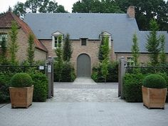 exterior paint shades in soft mid grey - Villatuin te Oud-Turnhout Villatuin te Oud-Turnhout