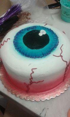 Halloween party cake looking like a big eyeball. Fun cake for a Halloween birthday party. Bolo Halloween, Postres Halloween, Dessert Halloween, Halloween Cupcakes, Halloween Cake Decorations, Easy Halloween Cakes, Halloween Party, Halloween Birthday Cakes, Classy Halloween