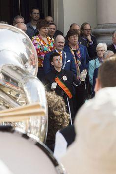 https://flic.kr/p/nmFaoe | Koningsdag 2014 Stadhuis Dordrecht. Dirigent aan de bak | Koningsdag 2014