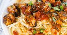 Μακαρονάδα με μύδια κοκκινιστά Spaghetti, Ethnic Recipes, Food, Essen, Meals, Yemek, Noodle, Eten