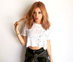 Ashley Tisdale Tries Out Fall's Hottest New Hair Color Bronde Hair Color And Cut, New Hair Colors, Hair Colour, Ashley Tisdale Hair, Red Hair Celebrities, Corte Y Color, Auburn Hair, Auburn Ombre, Strawberry Blonde