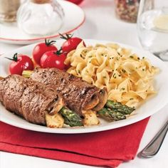 Roulades de steak au bacon et gouda - 5 ingredients 15 minutes Asparagus And Mushrooms, Steak And Mushrooms, Stuffed Mushrooms, Stuffed Peppers, Beef Steak Recipes, Smoked Cheese, Healthy Dessert Recipes, Food And Drink, Cooking Recipes