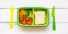 How to pack a lunchbox the kids will actually look forward to eating! Fussy Eaters, Picky Eaters, Paper Serviettes, Insulated Lunch Box, School Lunch Box, Colorful Fruit, Homemade Cookies, Food Containers, Nutritious Meals