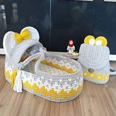 Crochet Art, Crochet Patterns, Baby Girl Shower Themes, Baby Kit, Moses Basket, Basket Bag, Crochet For Beginners, Knitted Bags, Bean Bag Chair