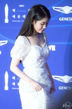 Korean Singer, Formal Dresses, Wedding Dresses, Backless, Actresses, Female, Classic, Artists, Woman