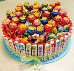 torte-süßigkeiten-basteln-kinderriegel-chupa-chups-lutscher-kaubonbons