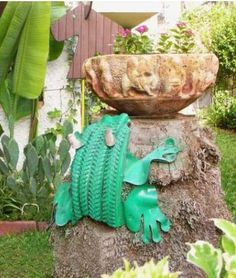 Planters and furniture, homemade with recycled and repurposed tires. DIY ideas for recycling and repurposing of worn car and truck tires into ingenious art. Homemade Furniture, Diy Garden Furniture, Recycled Crafts, Repurposed Furniture, Furniture Design, Ways To Recycle, Reuse Recycle, Reuse Old Tires, Recycled Tires