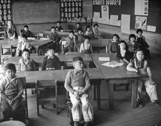 22 Chilling Pictures Of Life At Japanese Internment Camps - A group of school children attend class at the Japanese internment camp in Tule Lake, California.