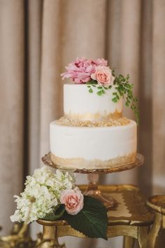 Gold detailed cake: http://www.stylemepretty.com/california-weddings/topanga-canyon/topanga/2015/04/15/romantic-wedding-inspiration/ | Photography: Anna Delores - http://www.annadelores.com/
