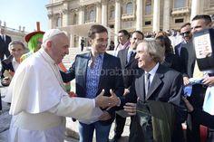 Emotivo encuentro entre Carlitos Bala y el Papa Francisco http://www.yoespiritual.com/reflexiones-sobre-la-vida/emotivo-encuentro-entre-carlitos-bala-y-el-papa-francisco.html
