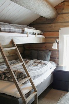 ny foton hytte fjellet peis idéer recept+#fjellet #foton #hytte #idéer #peis #recept Cabin Interiors, Cozy Cabin, Bunk Beds, Guest Room, Real Estate, Cottage, House, Country Living, Inspiration
