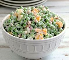 Creamy Pea Salad - This salad is a nice change from the typical potato or pasta salads. It requires very little cooking and a little bit of chopping - it could easily be a no cook recipe if you buy precooked bacon! It doesn't get much easier than that! Side Dish Recipes, Side Dishes, Food Dishes, Main Dishes, Summer Recipes, Great Recipes, Creamy Peas, Soup And Salad, Salad Bar