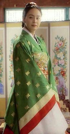 [장옥정, 사랑에 살다]Jang Ok-jung, Living by Love(Hangul:장옥정, 사랑에 살다;RR:Jang Ok-jeong, Sarang-e salda) is a 2013 South Korean historical television series, starringKim Tae-hee,Yoo Ah-in,Hong Soo-hyunandJae Hee. It is about Jang Ok-jung, the real name ofJang Hui-bin, a royal concubine during theJoseon Dynastywho became infamous for her hunger for power and ruthless plotting before she was sentenced to death. Based on the 2008chick litnovel by Choi Jung-mi, it is a reinterpretation of Jang…