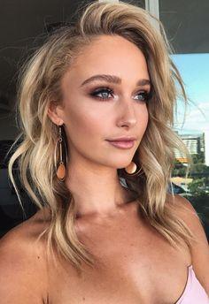 Pinterest: DEBORAHPRAHA ♥️ curls hair style and smokey eye makeup look