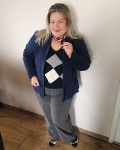 Tricô escocês e calça de lãzinha e o lencinho pra dar um charme! Moda plus size moda gg look plus size look plus size inverno