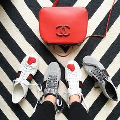 Left or right ? 🤗😅 #gucci #Chanel #cocochanel #classicchanel #chanelbag #guccishes #guccisneakers #hearts  #fashiondiaries #shoestagram #newshoes #mystyle #pfw #guccilover #chanellover #jonathanadler #interiors #vogue @gucci @chanelofficial
