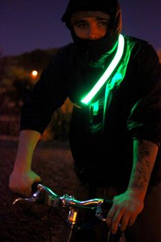 Say goodbye to old fashioned reflective gear; the Halo Belt is here and thanks to technology, it's going to save a lot of lives. You have to see this.