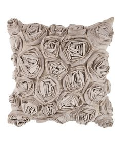 This elegant throw pillow transforms any seating arrangement with its eye-catching design. The overlapping flower pattern provides a visual treat, while the warm earth tones create a welcoming space.