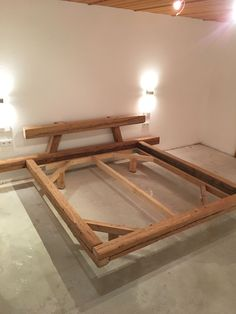 Reclaimed wooden bed Reclaimed wooden bed - Old wood bed homemade Old wood bed homemade - Bed Frame Design, Bedroom Bed Design, Diy Bed Frame, Wooden Bed Frame Diy, Bed Frames, Woodworking Workbench, Woodworking Furniture, Diy Furniture, Woodworking Shop