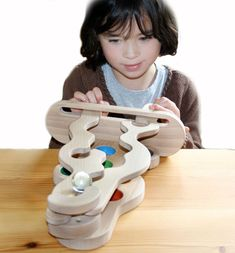 wooden maze, must be possible to make this..... be-au-ti-ful!