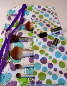 Makeup Brush Roll Organizer, Cosmetic Essentials,Travel Makeup Storage, Crayon Storage, Doodle Flower Makeup Brush Roll