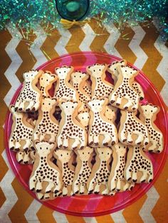 Giraffe Cookies | These are great for a 1st birthday party -- would love to try to make these! Giraffe Birthday Cakes, Giraffe Birthday Parties, Baby First Birthday, Birthday Ideas, Mermaid Birthday, Baby Shower Giraffe, Baby Girl Shower Themes, Girl Baby Shower Decorations, Sophie Giraffe