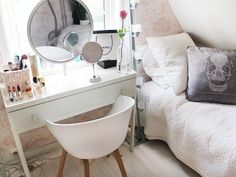 Nettenestea make-up annette haga blog makeup room interior house interior fashion blog makeup hair products jewelry