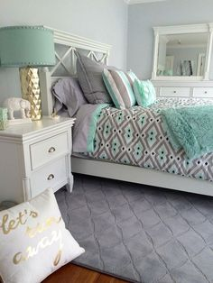 This Retreat queen bedroom set is named perfectly—it's reminiscent of gorgeous bedroom furniture you'd find in one of your favorite vacation getaways. Its captivating transitional design will adorn your space with its Small Room Bedroom, Gray Bedroom, Trendy Bedroom, Small Rooms, Master Bedroom, Bed Room, Small Spaces, Comfy Bedroom, Small Beds