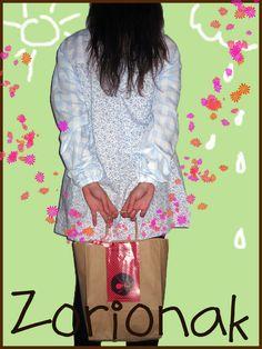 Un regalo sorpresa para mi maestra: bata+ flores+ besos+mocos y mucho cariño :) Surprise Gifts, Kisses, Flowers