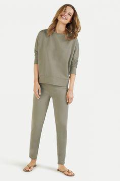 Juvia Damen Jogginghose Olivegrün | SAILERstyle Lounge Wear, Khaki Pants, Products, Fashion, Military, Green, Sweat Pants, Trousers, Cotton