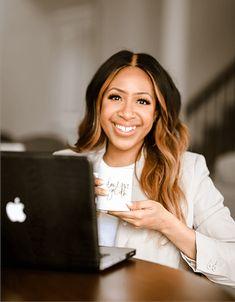 Boss Babe, Girl Boss, Professional Headshots Women, Photoshoot Inspiration, Photoshoot Ideas, Business Headshots, Posing Tips, Foto Instagram, Photography Branding