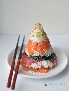 """Sushi {Cone style} with all the trimmings: Yum! Soy Sauce and call it a meal, """"D""""ebbie. Cone Sushi - I would eat the heck out of this right now.**so hungry**. I Love Food, Good Food, Yummy Food, Sushi Comida, Sushi Sushi, Sushi Love, Food Porn, Sushi Recipes, Sashimi"""