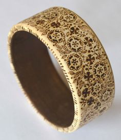 This is a wooden bangle which I have decorated with pyrography (woodburning). The inside measurement is 78mm diameter. It is signed and is sprayed