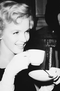 Marilyn photographed during a press conference in Savoy Hotel in London, 15 July 1956