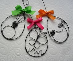 Easter decor, but bigger. Wire Crafts, Metal Crafts, Easter Crafts, Holiday Crafts, Easter Decor, Homemade Gifts, Diy Gifts, Wire Ornaments, Rustic Crafts