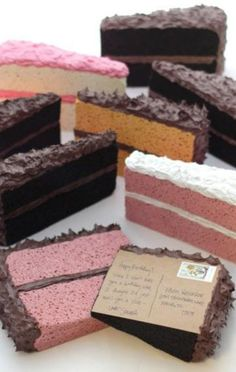 Cartão postal/de aniversário em formato de bolo, uma fofura! Tutorial no site.