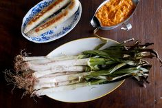 La calçotada es la fiesta gastronómica por excelencia de Cataluña donde, entre noviembre y mediados de abril, es habitual asar esta variedad de cebolla a la...