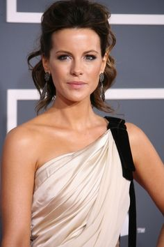 Kate Beckinsale - flawless hair and makeup