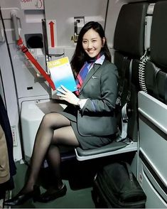 👩🏻💼 AFA since May 2016さんはInstagramを利用しています:「Follow ✈️ @asianflightattendant at @hkairlines 🇭🇰 with @manmmlee 🇭🇰_______________________________________________________…」 Pantyhose Outfits, Pantyhose Legs, Bus Girl, Airline Uniforms, Cabin Crew, Working Woman, Office Ladies, Flight Attendant, Beautiful Legs