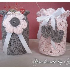 Gratis haakpatroontjes Crochet Jar Covers, Christmas Crafts For Gifts, Baby Born, Baby Shoes, Barbie, Gift Wrapping, Kids, Handmade, Crochet Kitchen