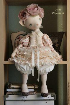 Купить или заказать Алиса в интернет-магазине на Ярмарке Мастеров. Алиса...в нежных розовых цветах... Авторская кукла. Сшита из хлопка, плотно набита синтепухом, покрыта акриловыми красками. Голова на шплинте, поворачивается. Ручки и ножки свободно болтаются. Одежда не снимается. Платье- хлопок, сетка. Воротник расшит бисером. Цветы- ручная работа. Интерьерная кукла. РЕЗЕРВ.