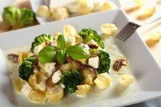 Горячий салат с брокколи
