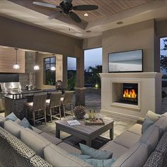 8 New Home Trends This is just gorgeous! A cozy outdoor living space is an absolute MUST The post 8 New Home Trends appeared first on Outdoor Diy. Outdoor Living Rooms, Outside Living, Outdoor Spaces, Outdoor Patios, Outdoor Lounge, Outdoor Seating, Rustic Outdoor, Kitchen Open Concept, Contemporary Patio