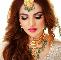 Vintage Costume Jewelry, Vintage Costumes, Wedding Jewelry, Gold Jewelry, Jewellery, Pakistani Bridal Makeup, Bollywood Jewelry, Makeup Storage, Beautiful Bride